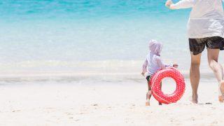 赤ちゃん連れで海に行っても大丈夫?赤ちゃんに無理をさせない事前準備と海での過ごし方は?